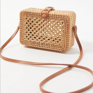 Structured woven bag